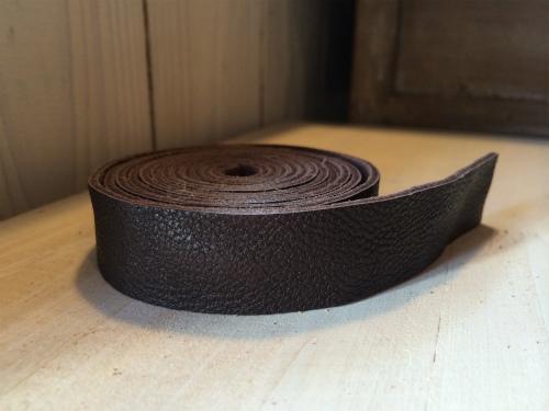 画像1: 革テープ(こげ茶) 2 cm幅 140cm カット済み